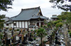 根強い人気がある「寺院墓地」のメリット・デメリット