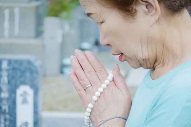 命日・月命日のお墓参りはいつまでする?供養の内容も解説