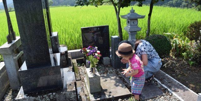 お墓参りのお供えのイメージ1