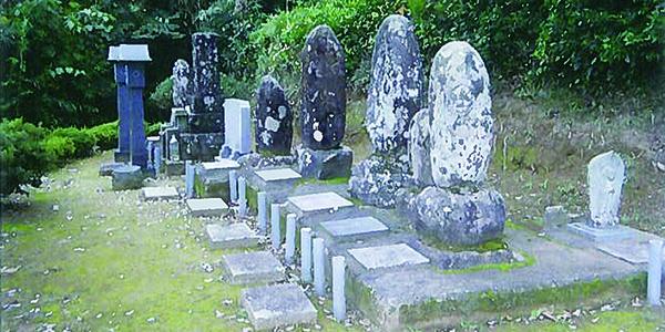 石塔がたくさんあるお墓の墓じまい