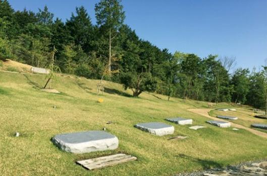 エンディングセンター桜葬墓地(高槻市)緑の丘